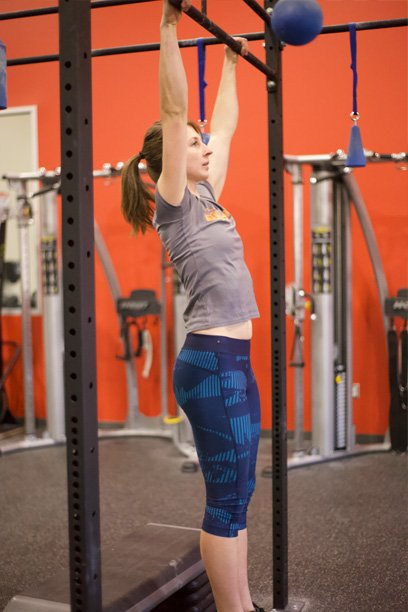 2019_ET_Blog_January_Pull Up Bar - Leg Pull In Hang